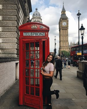 Student, Brittney Phanivong posing with telephone booth in London, England in front of Big Ben