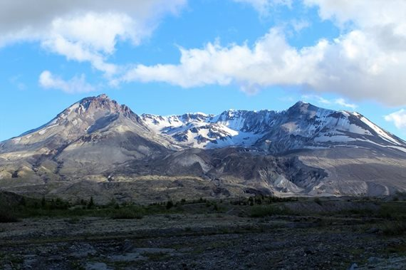 Looking into the crater of Mount St. Helens