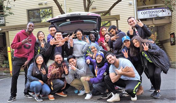 Student staffers and ASUWB representatives welcomed new residents to UW Bothell on move-in day.
